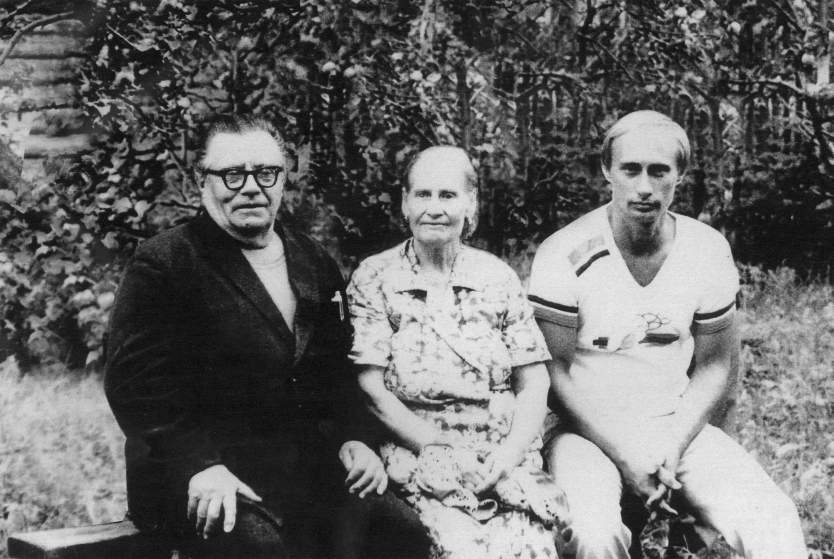 PUTIN AND HIS PARENTS